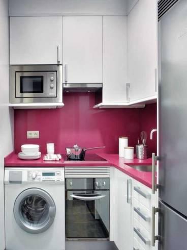 cozinha pequena em roxo e branco