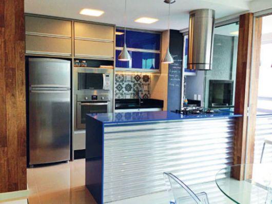 decoração azul cozinha pequena