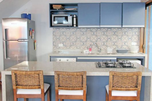 cozinha pequena azul clara