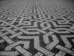 mosaico de calçada em pedra calcário preto e branco