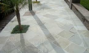 modelo de calçada decorada em pedra basalto