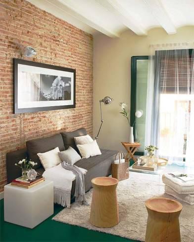 junção cheia parede de tijolo a vista na sala