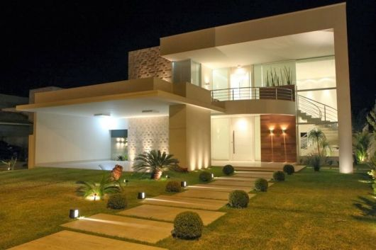 40 casas com telhado embutido dicas e fotos - Entrada de casas modernas ...