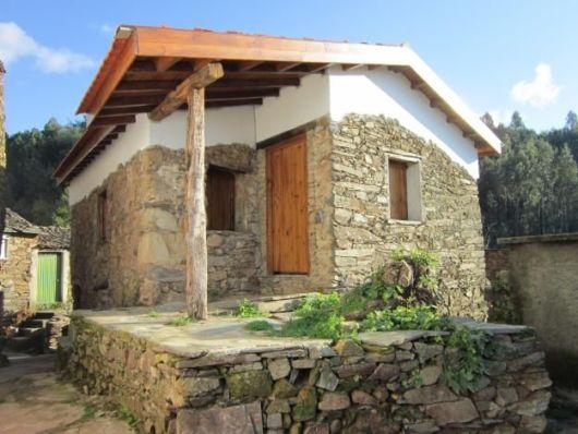 casa campestre com pedras
