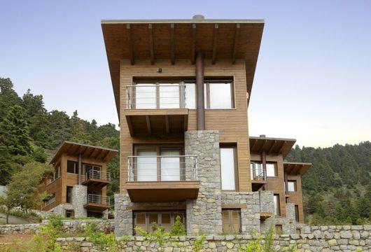casa com pedra e madeira