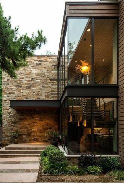 casa moderna de madeira com parede de pedras