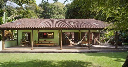 casa rural espaçosa com decoração rústica bem elaborada