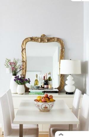 espelho apoiado no móvel