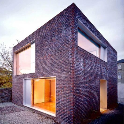 casa com estilo industrial e decoração de tijolo aparente