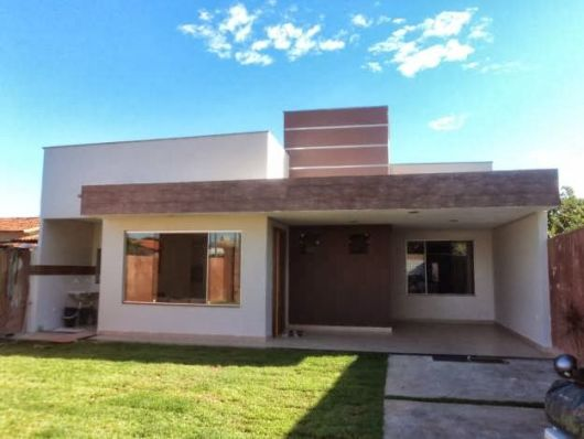 casa simples com telhado embutido