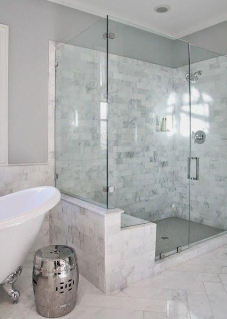 banheiro com revestimento pedra