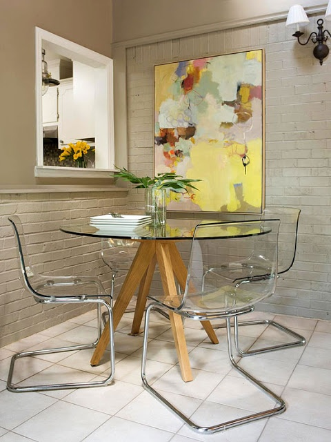 mesa redonda de vidro e madeira