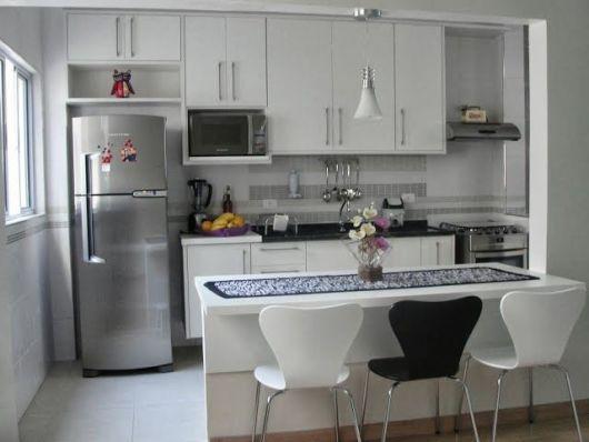 cozinha branca e simples