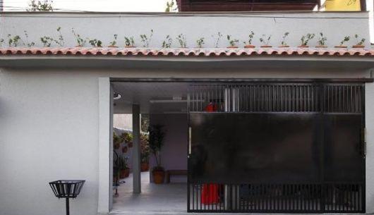 casa com portão simples