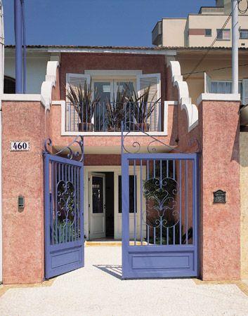 portão colorido casa