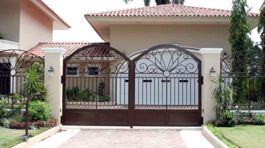 portão marrom casa moderna