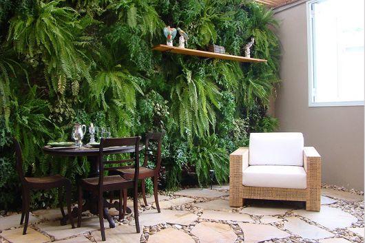plantas jardim vertical meia sombra : plantas jardim vertical meia sombra:muro verde deixa o ambiente aconchegante e fresco