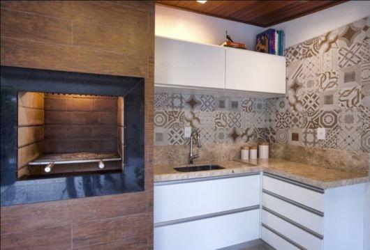 REVESTIMENTO para CHURRASQUEIRA 50 Dicas e Fotos -> Decoracao De Banheiro Com Porcelanato Que Imita Madeira