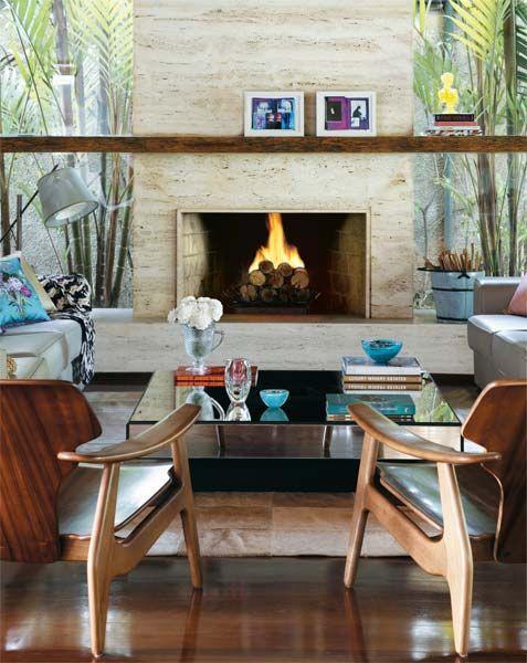 poltrona de madeira sala de estar
