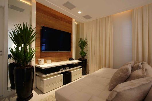 decoração sala TV com espelhos