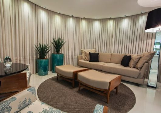 Vasos Na Sala De Tv ~  por móveis Para manter a harmonia, vale usar plantas iguais