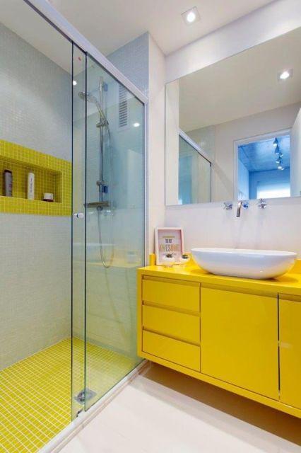 70 BANHEIROS MODERNOS IMPERDÍVEIS! Fotos e Dicas -> Banheiro Com Pastilhas De Vidro Laranja