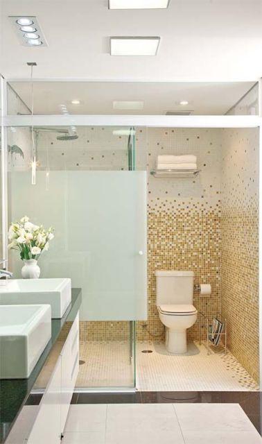 banheiro de casal com pastilhas em degradê