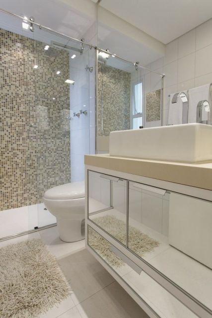 banheiro modero com pastilha
