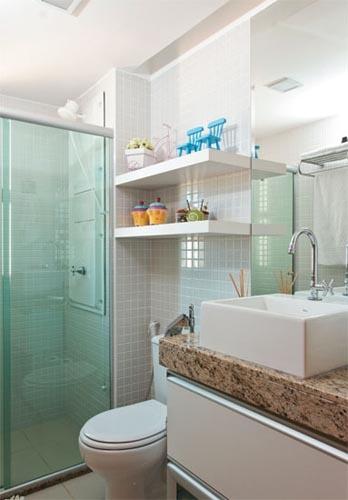 70 BANHEIROS MODERNOS IMPERDÍVEIS! Fotos e Dicas -> Armario Banheiro Vaso Sanitario