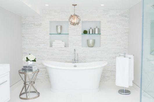 banheiro clean simétrico com nichos
