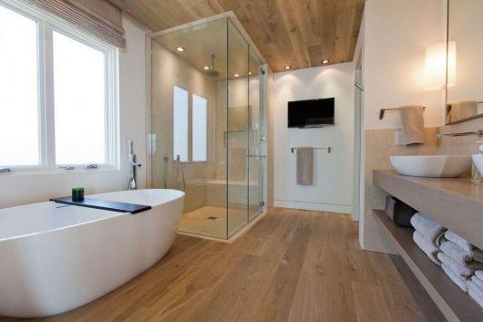 banheiro moderno com banheira arredondada