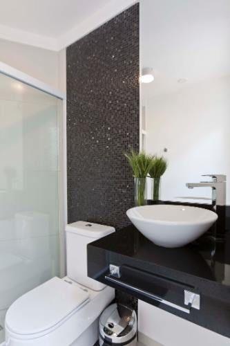 BANHEIRO PRETO E BRANCO 45 Estilos e Fotos! -> Bancada Para Banheiro Pequeno Em Granito