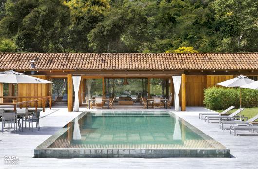 80 casas de madeira projetos modelos fotos e dicas for Modelos de piscinas campestres