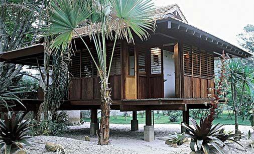 casinha pequena de madeira