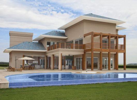 sobrado moderno com piscina