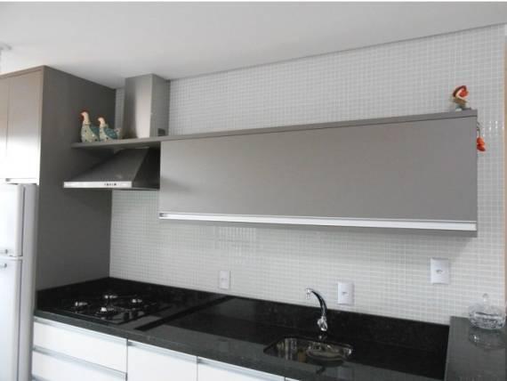 Fotos de cozinhas com armario branco e granito preto