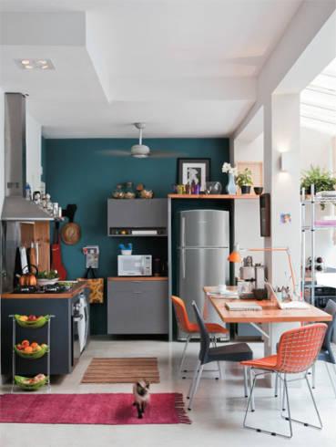 Fotos de cozinhas com enfeites e cadeiras coloridas