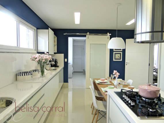 Imagens de cozinhas com parede colorida clean