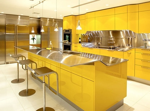 cozinha amarela e prata