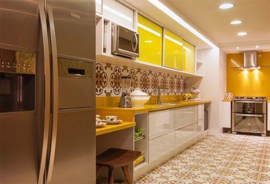 bancada amarela cozinha