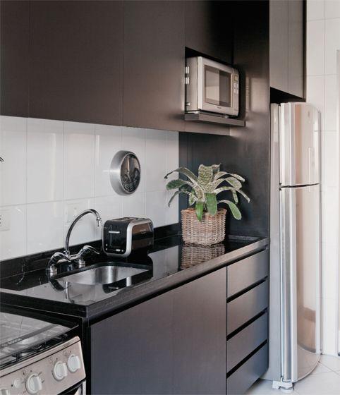 cozinha pequena com planta