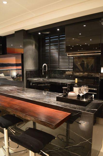 mármore preto na cozinha