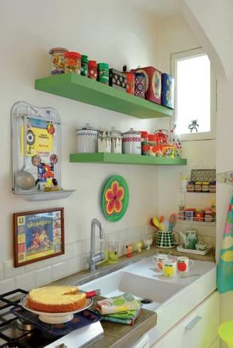 Enfeites para cozinha 25 ideias criativas de decora o for Decoracion de cocinas pequenas con repisas
