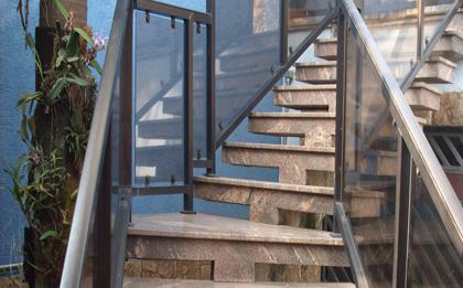 escada para área de fora