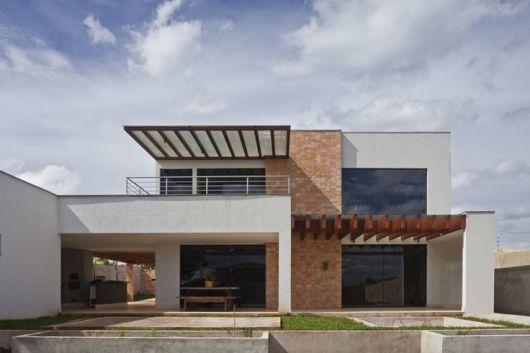 terraco jardim detalhe:Esse sobrado é o resultado de um mix de materiais que dá elegância