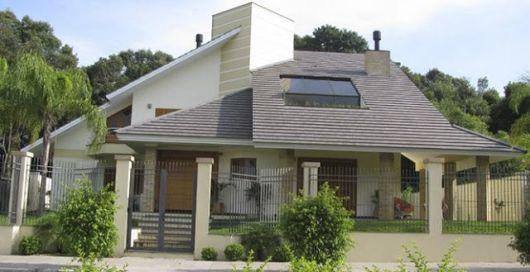 casa com telhas shingle
