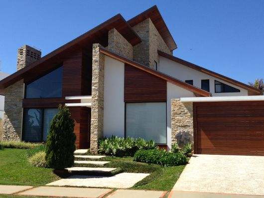 Fachadas de casas modernas 90 inspira es para se for Casa minimalista rustica
