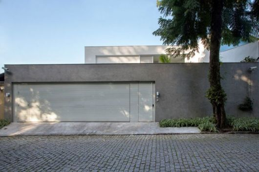 fachada de casa com muro de concreto