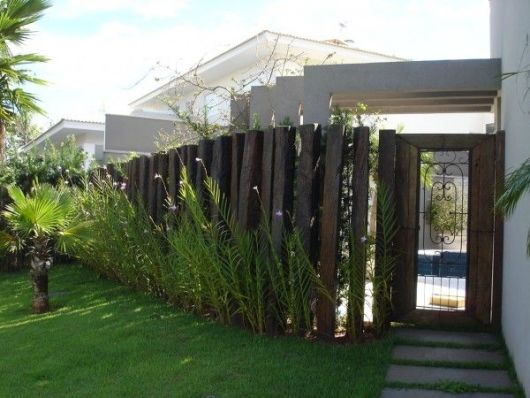 cerca de madeira casa