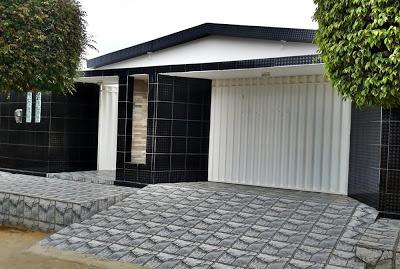 muro preto revestido com cerâmica